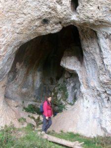 St Géry cavité dans la falaise